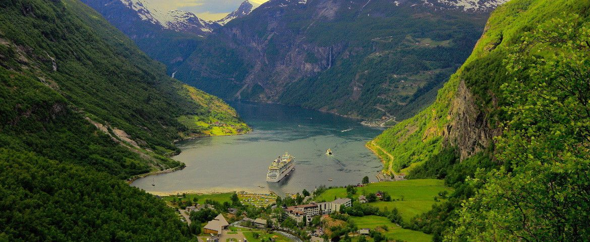 GEIRANGER Flydal Gorge, Eagle Bend and views of Mount Dalsnibba